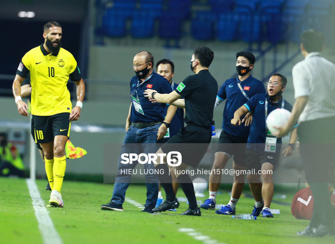 HLV Park Hang-seo bị cấm chỉ đạo trận UAE - ảnh 1