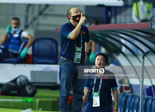 HLV Park Hang-seo bị cấm chỉ đạo trận UAE - ảnh 2