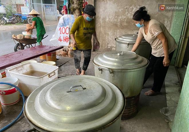Người Sài Gòn tất bật gói hàng chục nghìn bánh ú nước tro dịp Tết Đoan Ngọ - ảnh 5
