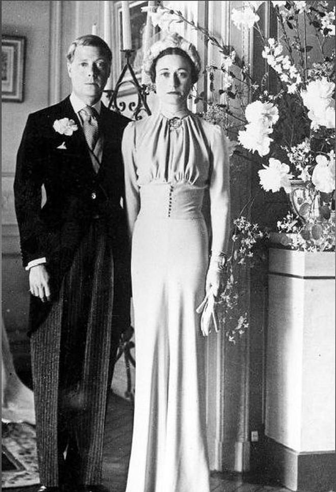 Mối tình hoàng gia huyền thoại nước Anh: Vị vua duy nhất thời hiện đại si tình đến mức từ bỏ cả ngai vàng để cưới người phụ nữ đã qua 2 lần đò - ảnh 7