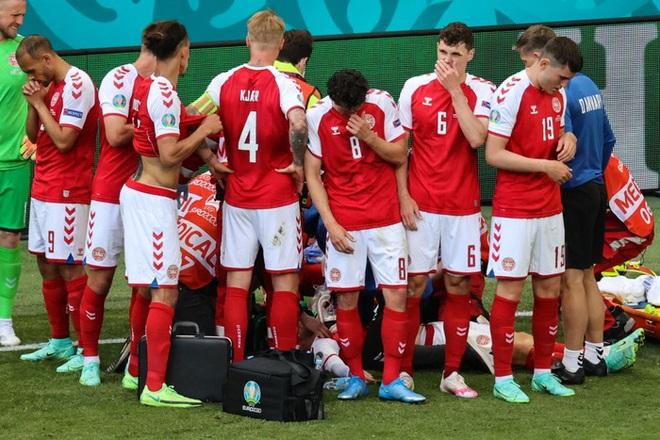 LĐBĐ Đan Mạch khiến tất cả thở phào khi đưa ra thông báo về tình trạng ở bệnh viện của Eriksen, cầu thủ nghe xong chấp nhận đá tiếp - ảnh 2