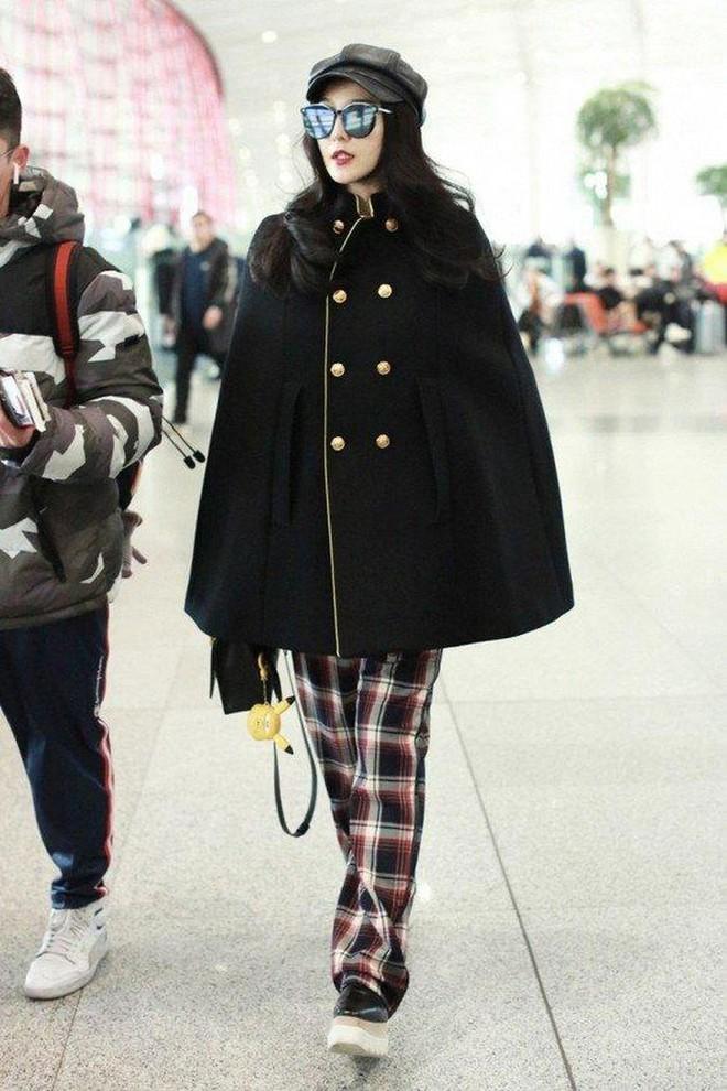 Muôn vẻ thảm hoạ thời trang sân bay của sao Cbiz: Từ xuề xoà, mặc xấu nhè nhẹ cho tới những phong cách không tả được bằng lời... - Ảnh 8.