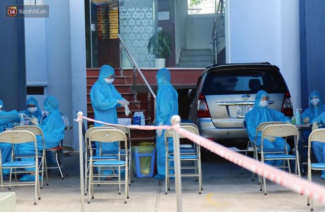 870 ca nhiễm trong vòng 28 ngày, TP.HCM sẽ kiểm soát dịch Covid-19 thế nào trong 2 tuần giãn cách xã hội tiếp theo? - ảnh 1