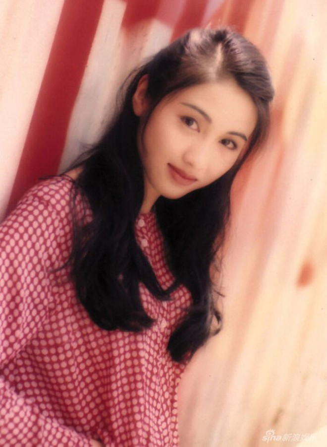 Đệ nhất mỹ nhân TVB chuyển hệ đóng bách hợp, bạn gái là con nuôi xinh ná thở của tài tử Lưu Đức Hoa? - ảnh 1