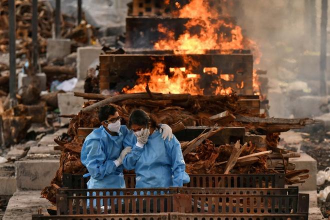 Người ta bỏ xác chết trước cửa, chẳng nói gì: Nhân viên lò hỏa táng Ấn Độ nhớ về những ngày kinh hoàng - ảnh 4