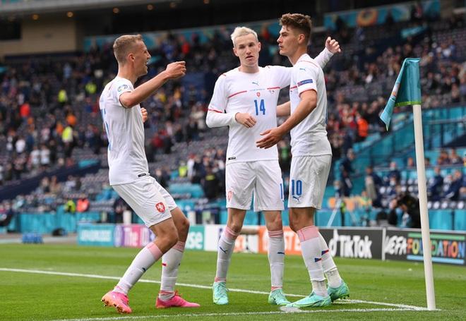 Bàn thắng từ giữa sân giúp CH Czech nhấn chìm tuyển Scotland ở bảng D Euro 2020 - ảnh 1