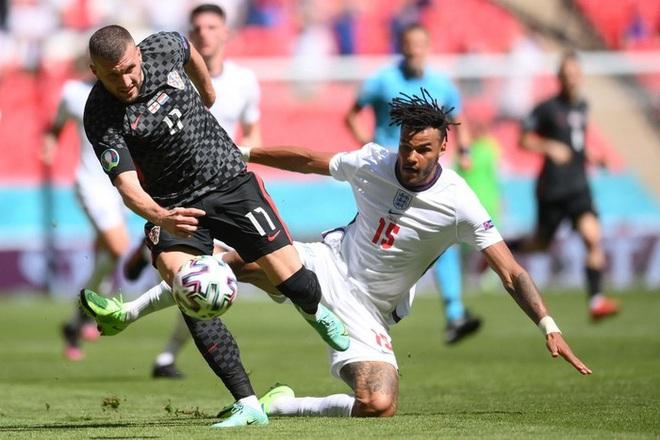 Chứng kiến đội nhà cả trận không có cú đá nào ra hồn, HLV của Croatia phát biểu trong sự ngưỡng mộ: Tuyển Anh quá mạnh - ảnh 3