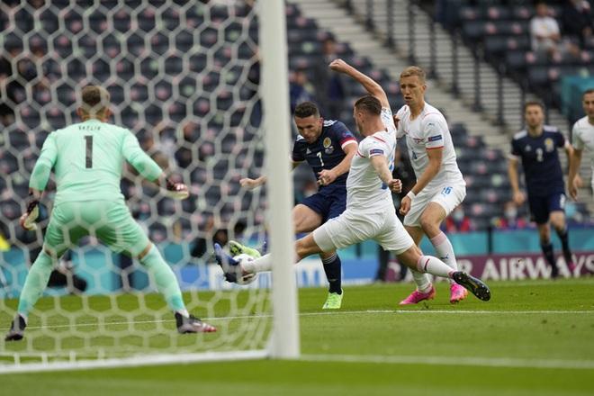 Bàn thắng từ giữa sân giúp CH Czech nhấn chìm tuyển Scotland ở bảng D Euro 2020 - ảnh 5