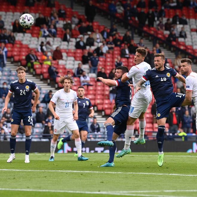 Bàn thắng từ giữa sân giúp CH Czech nhấn chìm tuyển Scotland ở bảng D Euro 2020 - ảnh 7