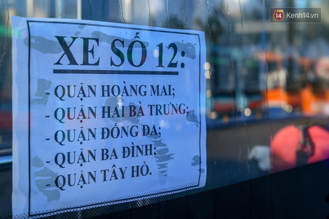 Ảnh: Đưa gần 300 công nhân từ tâm dịch Bắc Giang về Hà Nội trong quy trình nghiêm ngặt - ảnh 5
