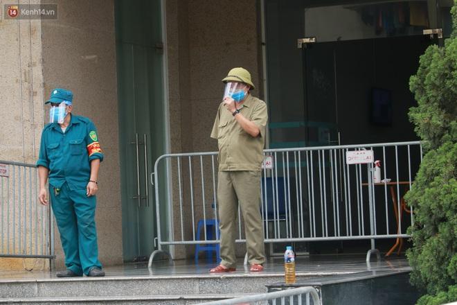 Hà Nội: Phong tỏa 1 tòa chung cư sau khi ghi nhận ca dương tính SARS-CoV-2 - ảnh 4