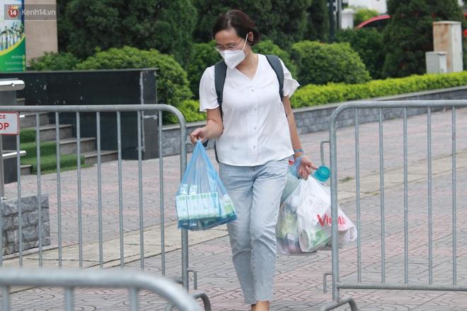 Hà Nội: Phong tỏa 1 tòa chung cư sau khi ghi nhận ca dương tính SARS-CoV-2 - ảnh 5