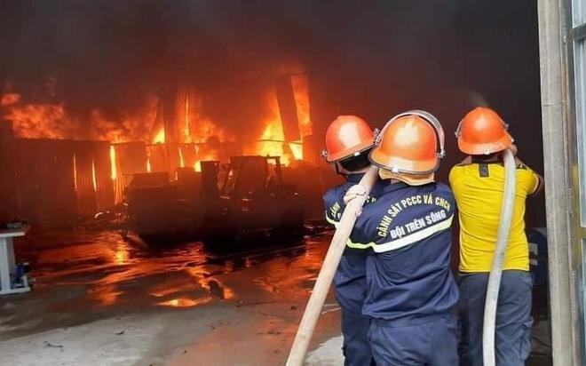 Nghệ An: Phòng trà bốc cháy trong đêm, phát hiện 6 người chết ở tầng 2 - ảnh 2