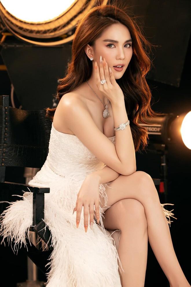 Chính thức lấn sân ca sĩ, Ngọc Trinh thừa nhận: Tôi hát không quá hoàn hảo nhưng muốn sống với niềm đam mê của mình - ảnh 1