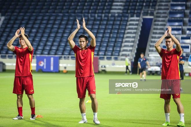Chuyên cơ chở đội tuyển Việt Nam về TP.HCM sau khi kết thúc vòng loại thứ hai World Cup 2022 - ảnh 1