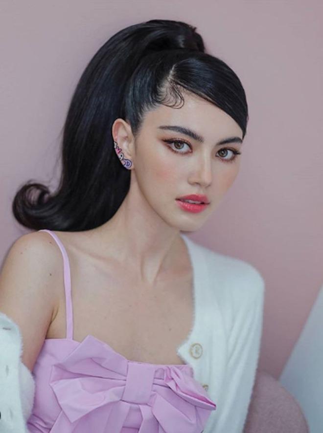 Đừng bao giờ học TWICE, hãy học Mai Davika nếu bạn muốn đánh má hồng đẹp chuẩn chỉnh - ảnh 6