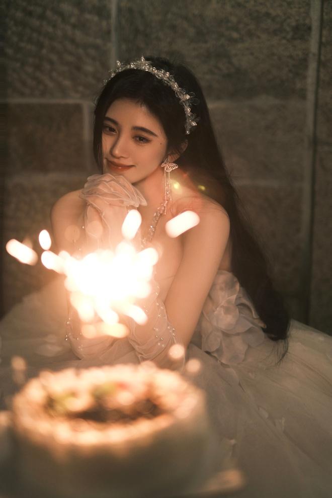 Nghẹt thở với bộ ảnh sinh nhật của Cúc Tịnh Y: Visual kinh diễm tới từng milimet, vòng 1 đẫy đà như muốn trực trào ra ngoài - ảnh 14