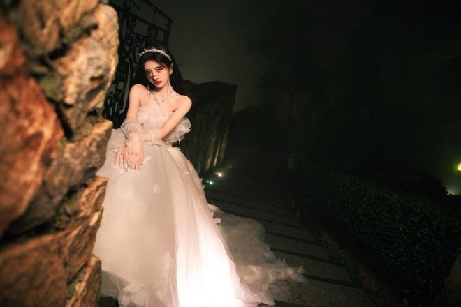 Nghẹt thở với bộ ảnh sinh nhật của Cúc Tịnh Y: Visual kinh diễm tới từng milimet, vòng 1 đẫy đà như muốn trực trào ra ngoài - ảnh 12