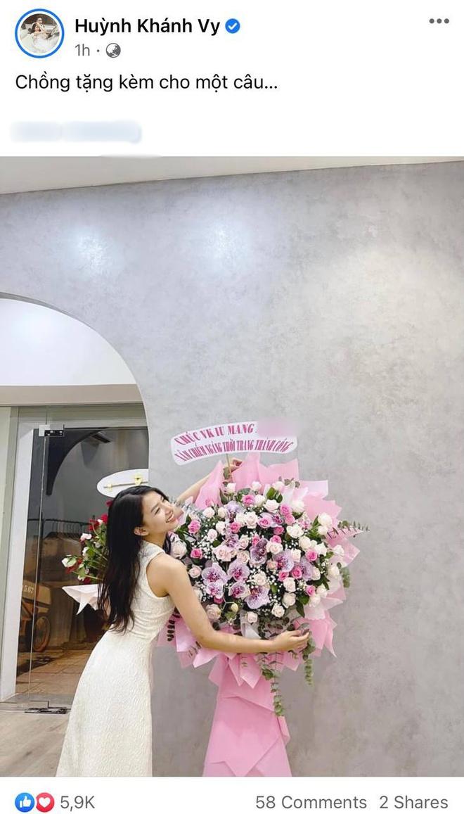 Phan Mạnh Quỳnh bí mật tặng quà vợ nhưng lại bị cảnh sát chính tả soi lỗi, ngay lập tức phải đưa bằng chứng minh oan - ảnh 1