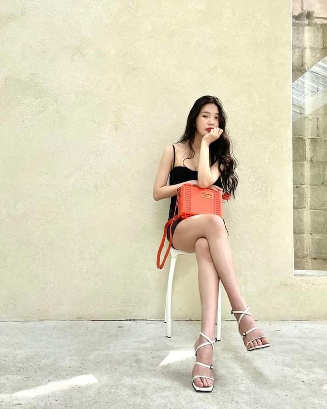 Cùng rửa mắt với những lần Joy (Red Velvet) diện váy 2 dây căng đét, phô diễn body mlem nhất Red Velvet - ảnh 1