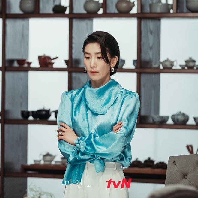 """Khánh Linh làm clip """"biến hình"""" thời trang, cơ mà sao nhìn cứ giống Mợ cả trong Mine thế này? - ảnh 10"""