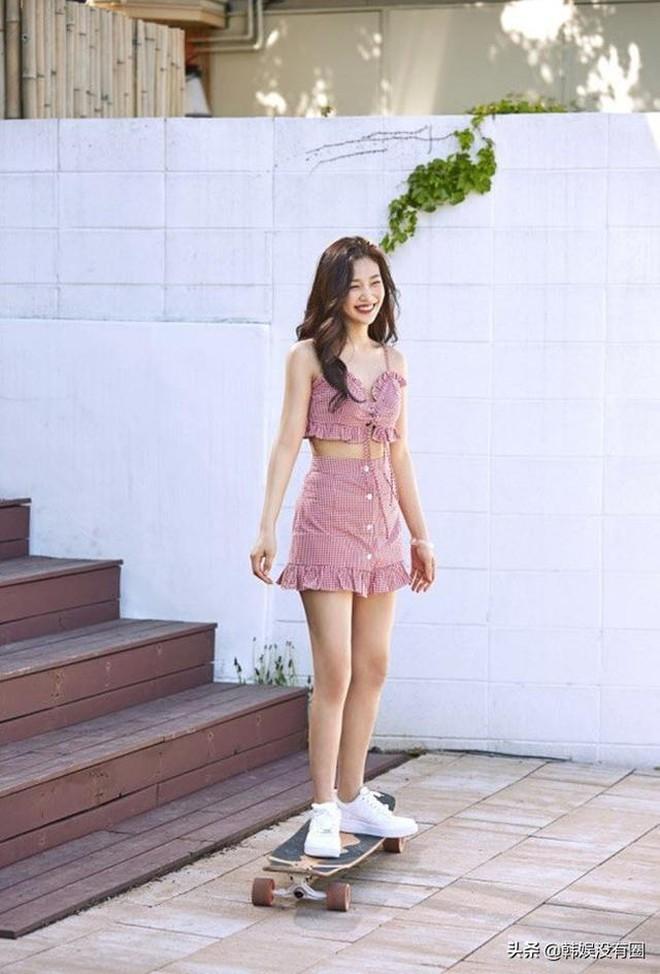 Cùng rửa mắt với những lần Joy (Red Velvet) diện váy 2 dây căng đét, phô diễn body mlem nhất Red Velvet - ảnh 11
