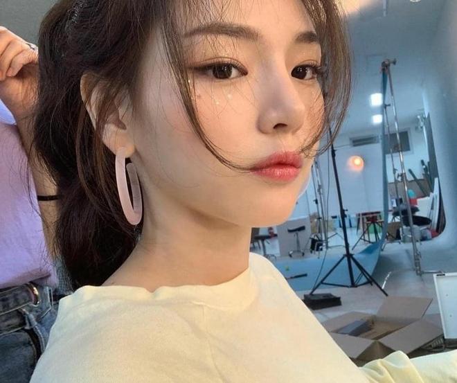 Tiểu Han So Heehóa ra có thật: Cả mặt lẫn makeup, tóc tai đều giống bản gốc, có nói là chị em ruột cũng hợp lý luôn - ảnh 3