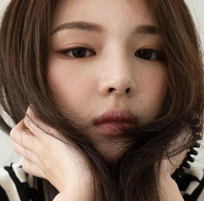 Tiểu Han So Heehóa ra có thật: Cả mặt lẫn makeup, tóc tai đều giống bản gốc, có nói là chị em ruột cũng hợp lý luôn - ảnh 6