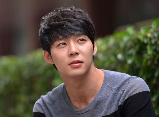 """Yoochun (DBSK): """"Hoàng tử"""" vươn lên từ tuổi thơ cơ cực, hiện nguyên hình vì phốt """"kinh thiên động địa"""" từ tình dục đến ma túy - Ảnh 7."""