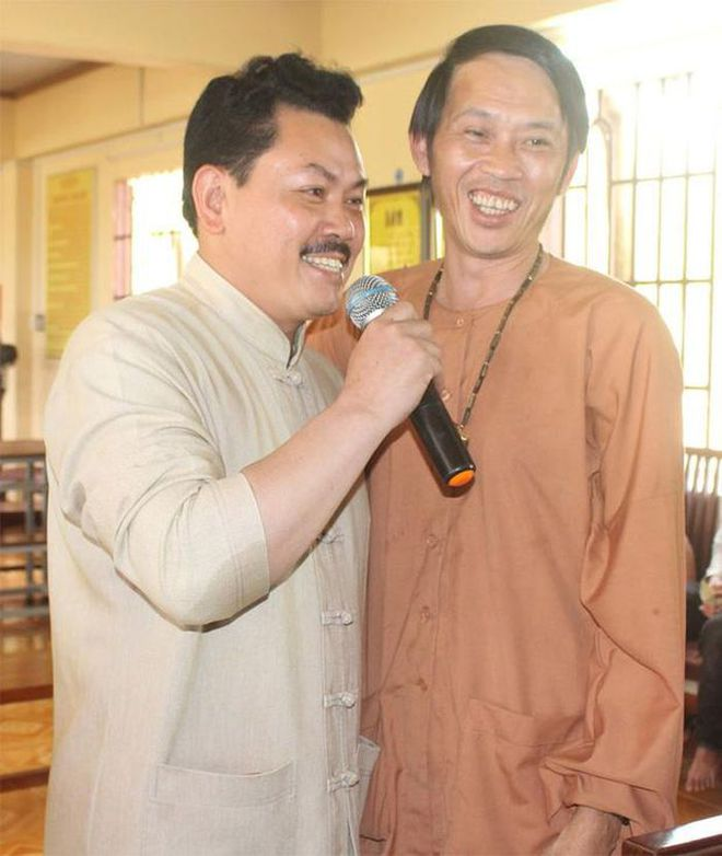 Rộ ảnh Hồ Việt Trung cười tươi rói bên NS Hoài Linh, còn tâng bốc gọi Võ Hoàng Yên là thần y tái thế? - ảnh 8