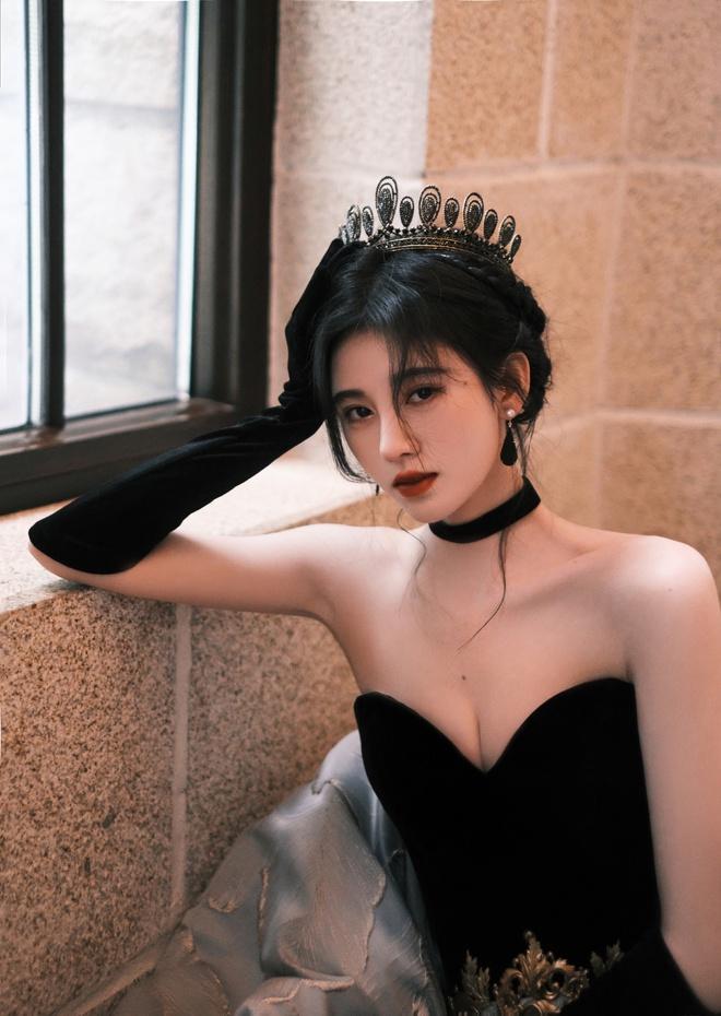 Nghẹt thở với bộ ảnh sinh nhật của Cúc Tịnh Y: Visual kinh diễm tới từng milimet, vòng 1 đẫy đà như muốn trực trào ra ngoài - ảnh 3