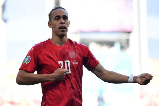 Nguyên nhân cảm động đằng sau màn ăn mừng kỳ lạ của cầu thủ Đan Mạch trong trận gặp Bỉ tại Euro 2020 - ảnh 1