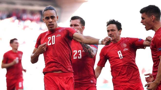Nguyên nhân cảm động đằng sau màn ăn mừng kỳ lạ của cầu thủ Đan Mạch trong trận gặp Bỉ tại Euro 2020 - ảnh 2