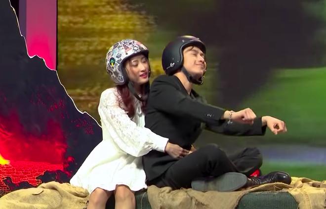 Cô gái Quảng Bình mượn ngày tận thế, quyết rước hot boy Trung Kê lên đĩa bay về nhà - ảnh 6