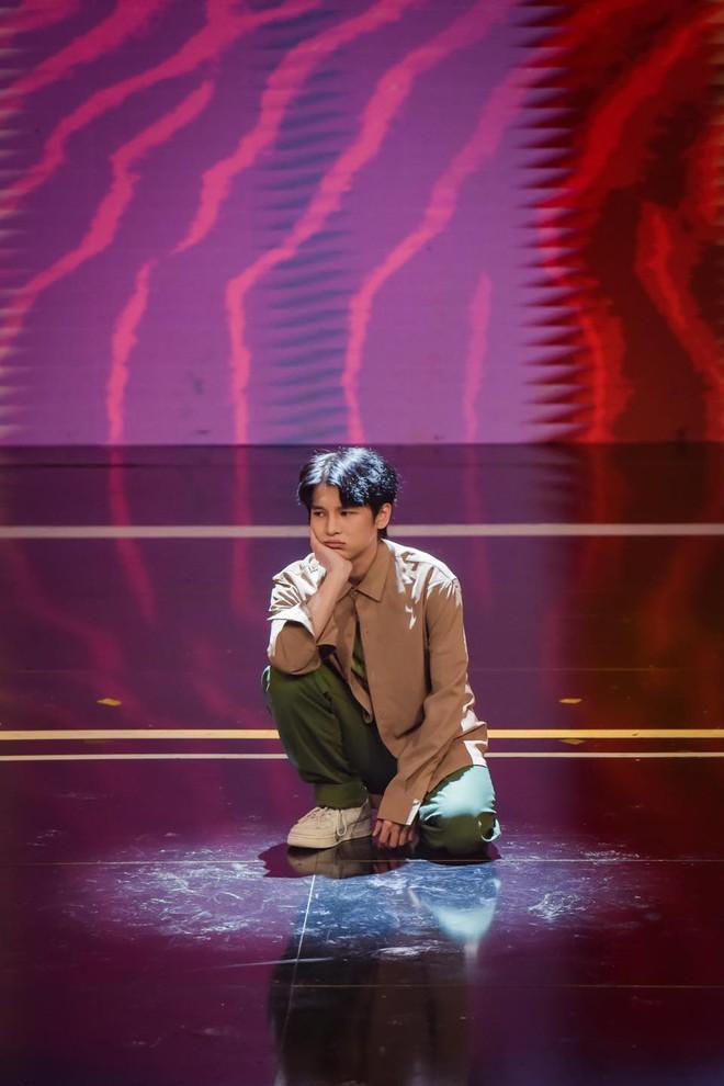 Khán giả khó hiểu khi Phạm Đình Thái Ngân đi thi nhảy nhưng ngồi chơi hết 2/3 bài - ảnh 2