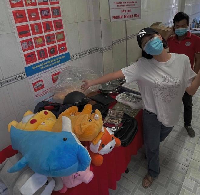 Băng Di và bạn trai cùng bồ cũ Hương Giang xung phong đi hiến máu, hành động đẹp lan toả giữa mùa dịch Covid-19! - ảnh 4