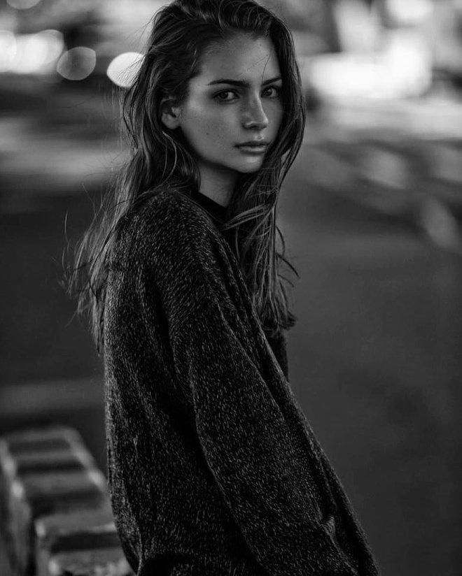 Con gái Paul Walker (Fast & Furious) sau 8 năm: Mẫu cực phẩm 23 tuổi thừa hưởng gia tài 575 tỷ sau cuộc chiến với chính bà ruột - ảnh 3