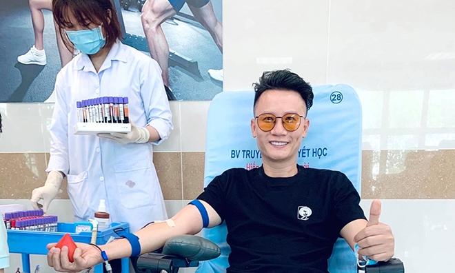 Băng Di và bạn trai cùng bồ cũ Hương Giang xung phong đi hiến máu, hành động đẹp lan toả giữa mùa dịch Covid-19! - ảnh 7