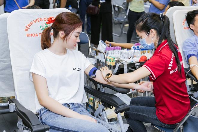 Băng Di và bạn trai cùng bồ cũ Hương Giang xung phong đi hiến máu, hành động đẹp lan toả giữa mùa dịch Covid-19! - ảnh 9