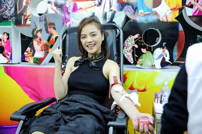 Băng Di và bạn trai cùng bồ cũ Hương Giang xung phong đi hiến máu, hành động đẹp lan toả giữa mùa dịch Covid-19! - ảnh 10