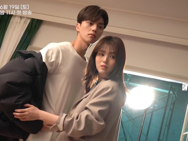 Song Kang tiết lộ giảm 5kg cho vai diễn mới trong phim 19+ cùng Han So Hee - ảnh 6