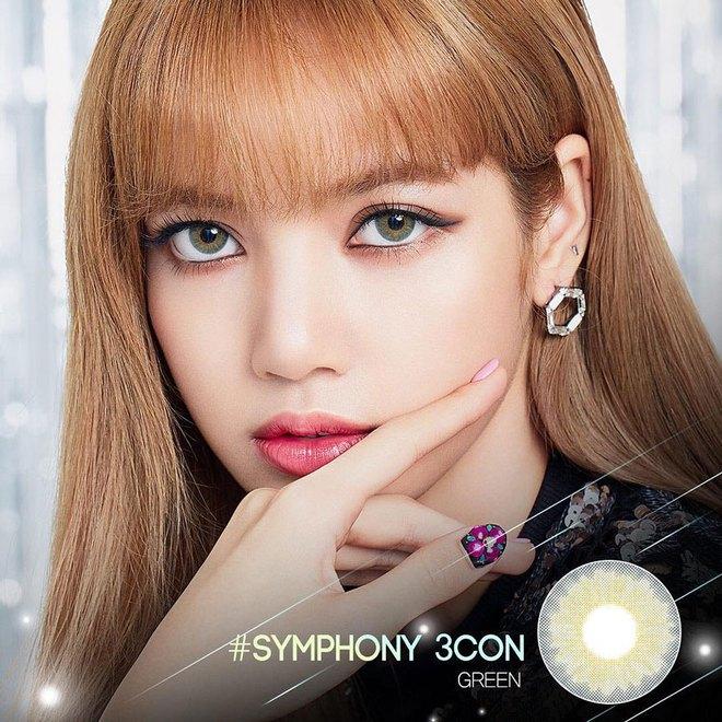 Lisa dạo này đổi chiến thuật makeup xịn đét, ngôi vị nữ hoàng Kpop nằm trong tầm tay rồi - ảnh 1