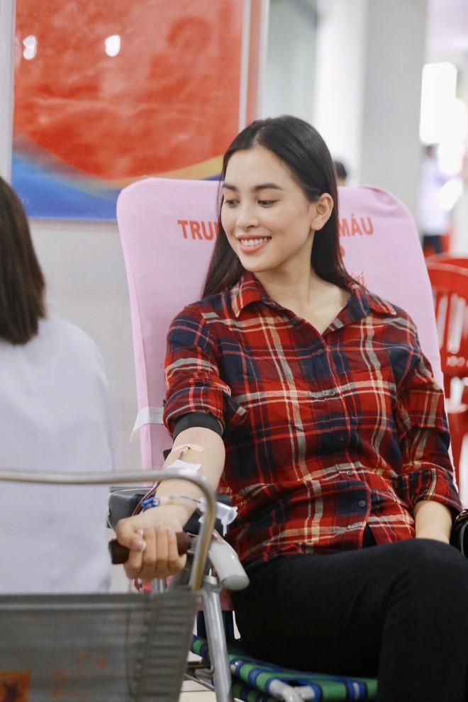 Băng Di và bạn trai cùng bồ cũ Hương Giang xung phong đi hiến máu, hành động đẹp lan toả giữa mùa dịch Covid-19! - ảnh 8