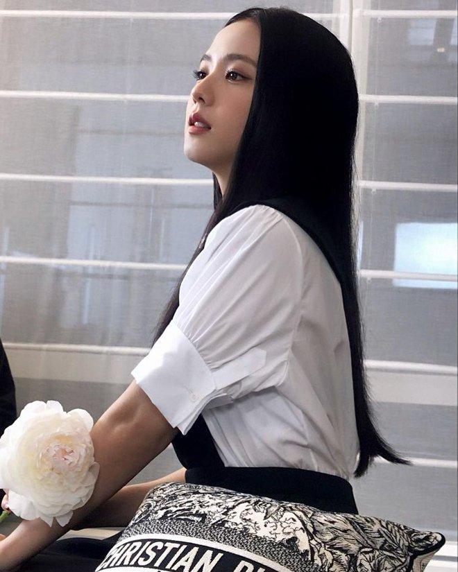 Jisoo (BLACKPINK) gây nổ sự kiện toàn cầu khủng Dior Cruise 2022, vào Instagram xem ảnh hậu trường zoom cận còn choáng hơn - ảnh 4