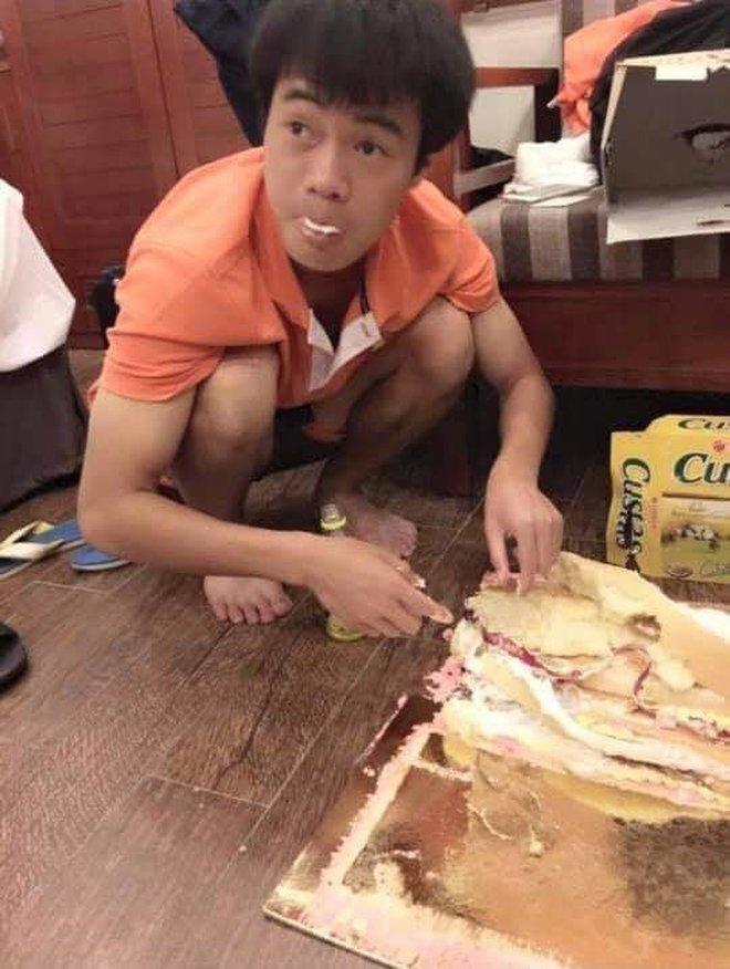 """Loạt ảnh bị """"đào"""" lại của các tuyển thủ Việt Nam khiến fan phì cười: Ai cũng có một thời """"trẻ trâu"""" - Ảnh 3."""