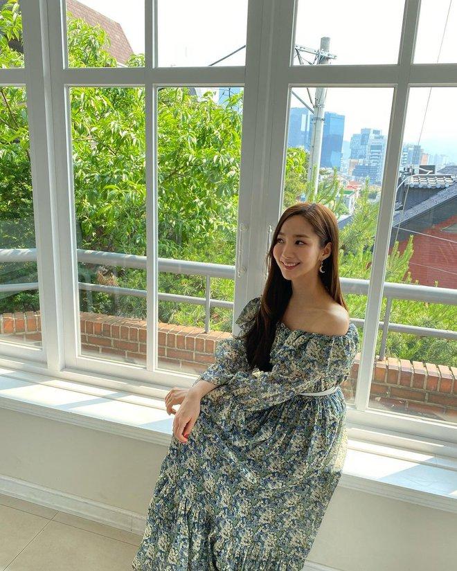 Han So Hee trẻ hơn 8 tuổi Park Min Young nhưng về gu thời trang thì có chắc là hơn không? - ảnh 16