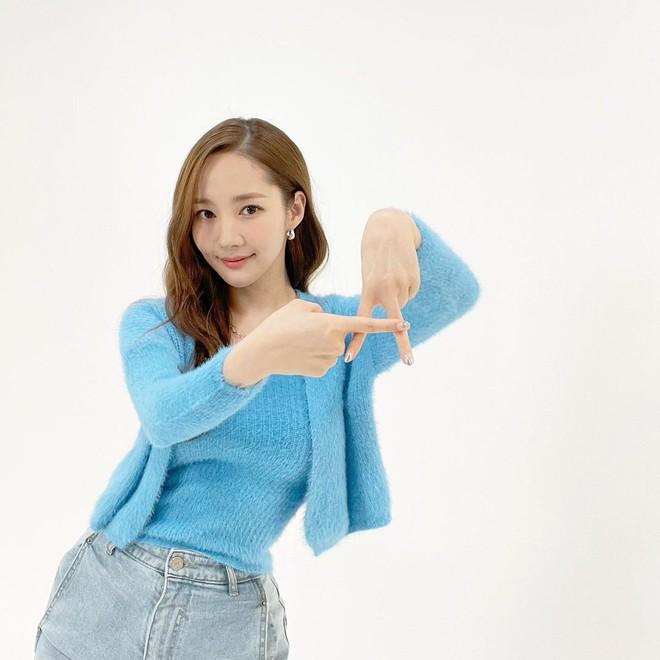 Han So Hee trẻ hơn 8 tuổi Park Min Young nhưng về gu thời trang thì có chắc là hơn không? - ảnh 21