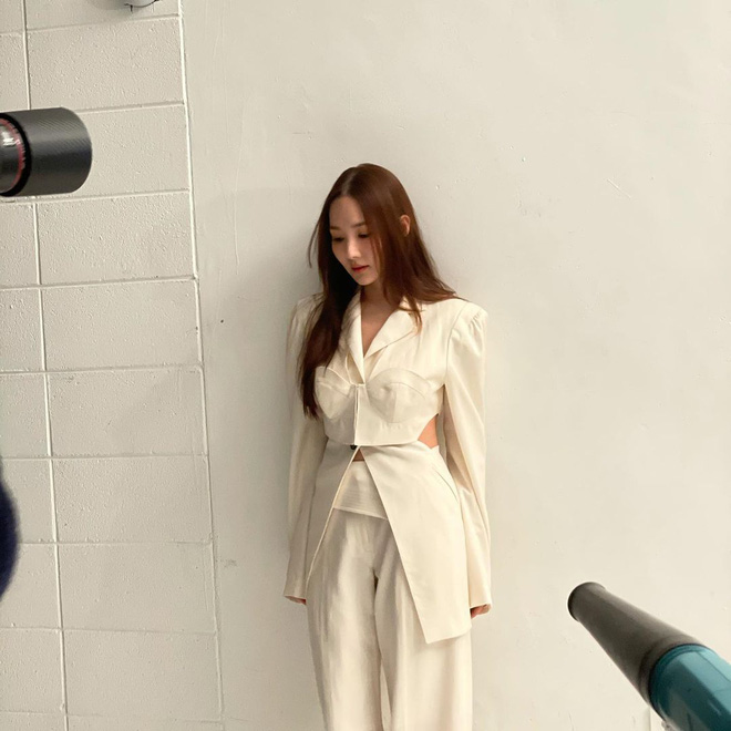 Han So Hee trẻ hơn 8 tuổi Park Min Young nhưng về gu thời trang thì có chắc là hơn không? - ảnh 22