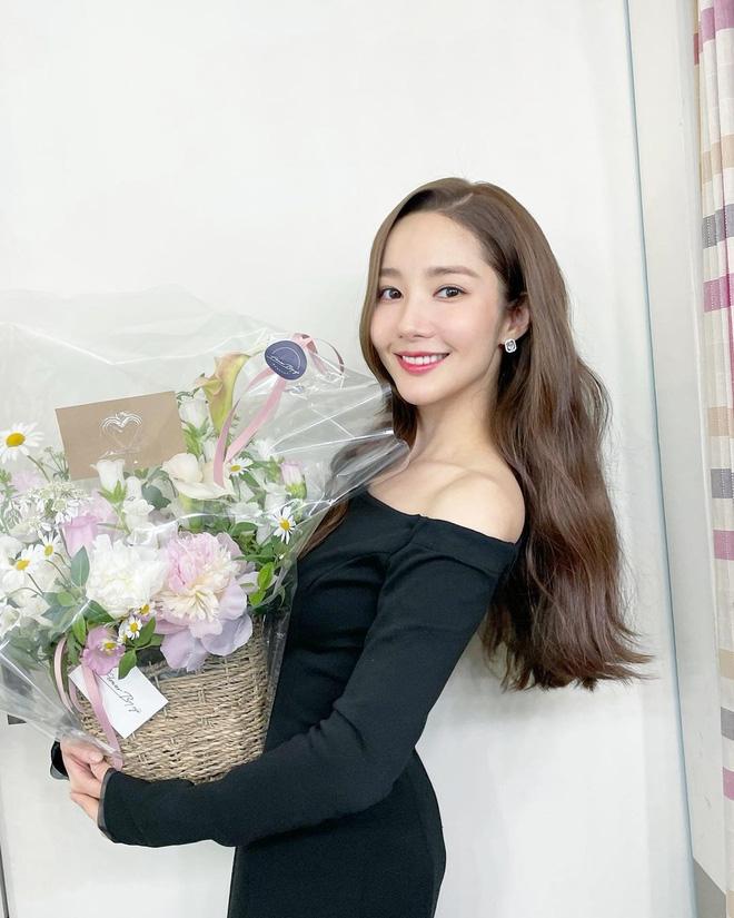 Han So Hee trẻ hơn 8 tuổi Park Min Young nhưng về gu thời trang thì có chắc là hơn không? - ảnh 19