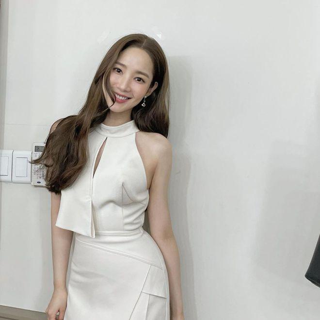Han So Hee trẻ hơn 8 tuổi Park Min Young nhưng về gu thời trang thì có chắc là hơn không? - ảnh 18